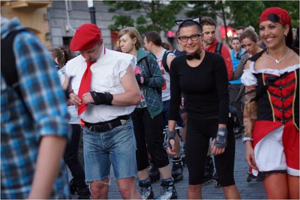 Rolkarze na ulicach stolicy mat. organizatora