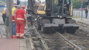 Rozkopane torowisko na Bemowie. Tramwaje i samochody na objazdy