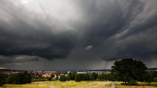 Chmury burzowe grzeją atmosferę
