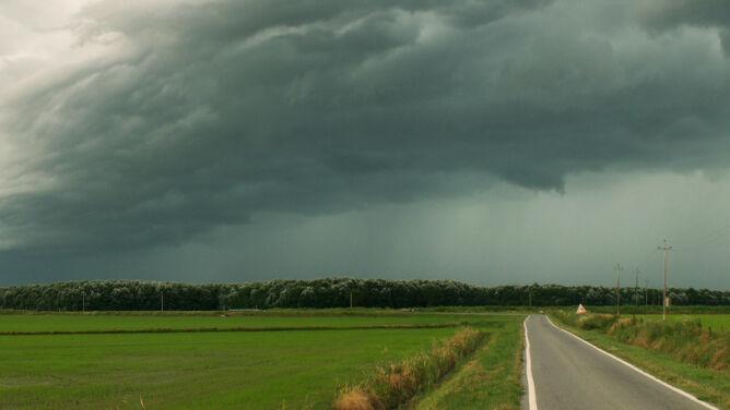 Burze i porywisty wiatr mogą utrudnić podróżowanie